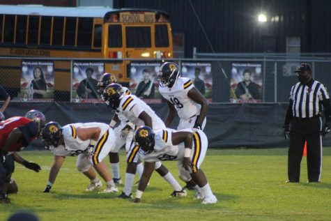 The Bruin defense prepares to face the Richland Rangers.